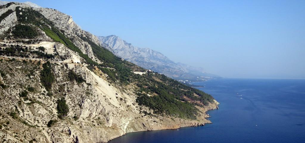 Blick von der Küstenstrasse auf die Makarska Riviera