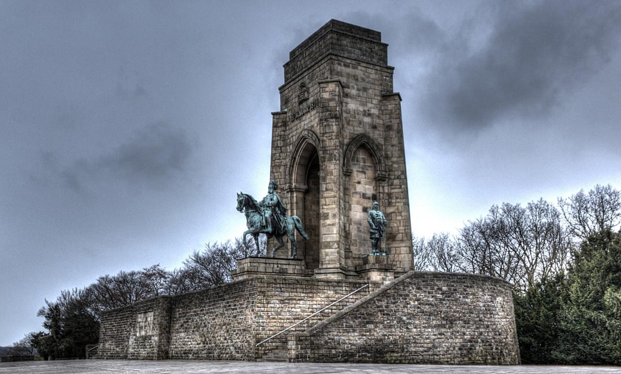 Kaiser Wilhelm I. Denkmal mit Nebenstandbildern von Otto von Bismarck und Graf von Moltke