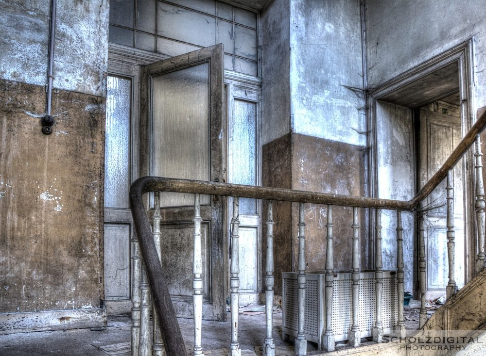 Zwischenetage in einem verlassenen Herrenhaus