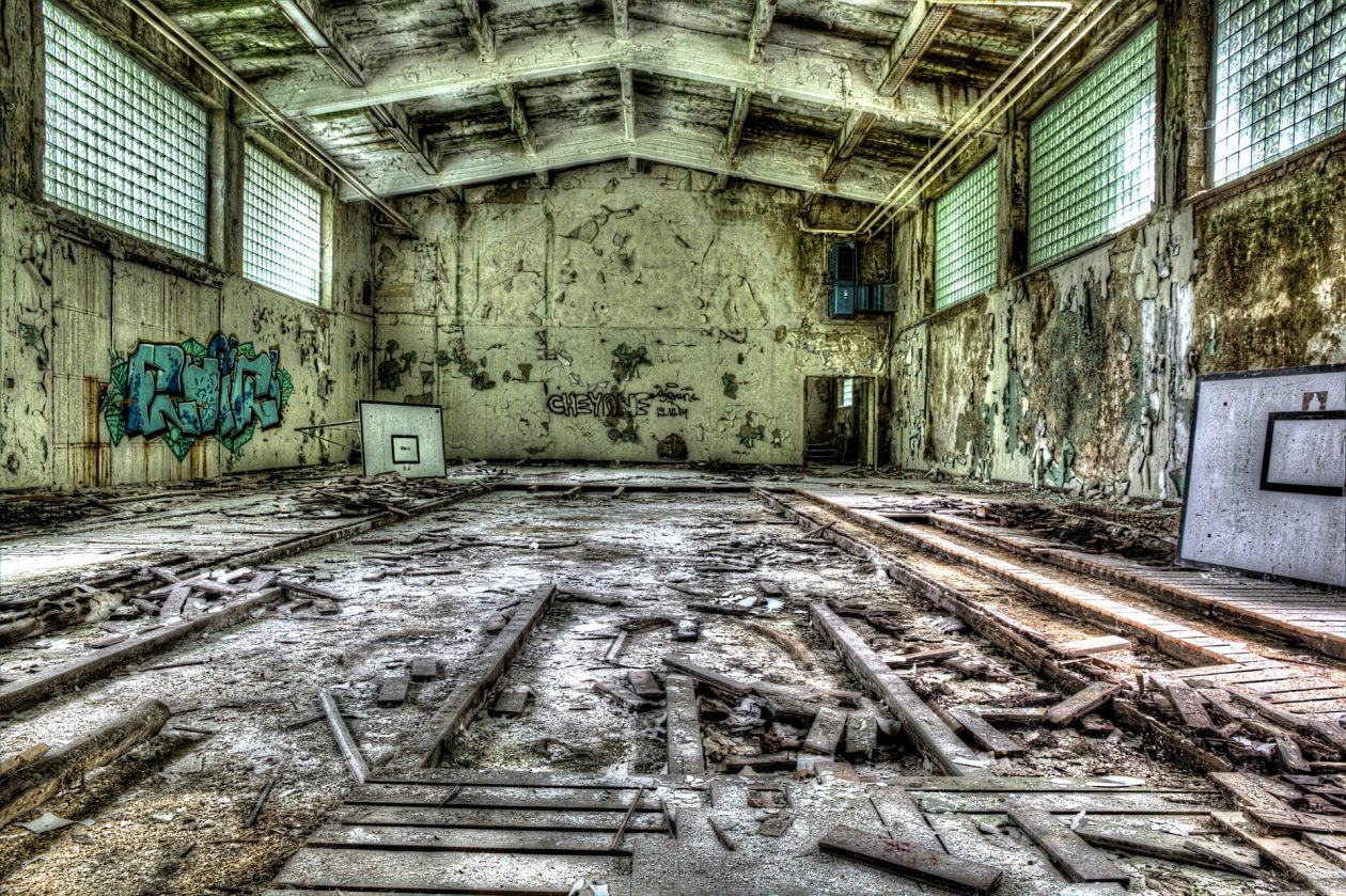 Turnhalle / Decay