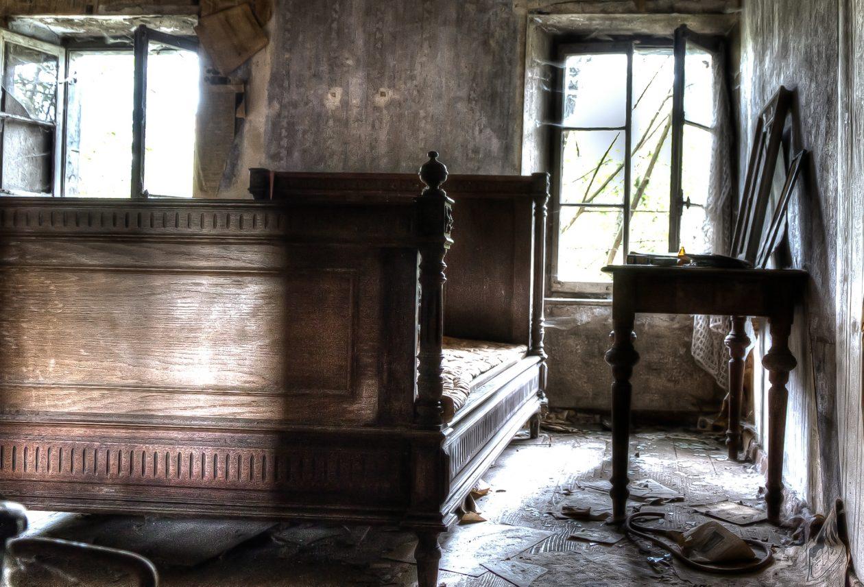 Schlafzimmer in einer verlassenen Mühle