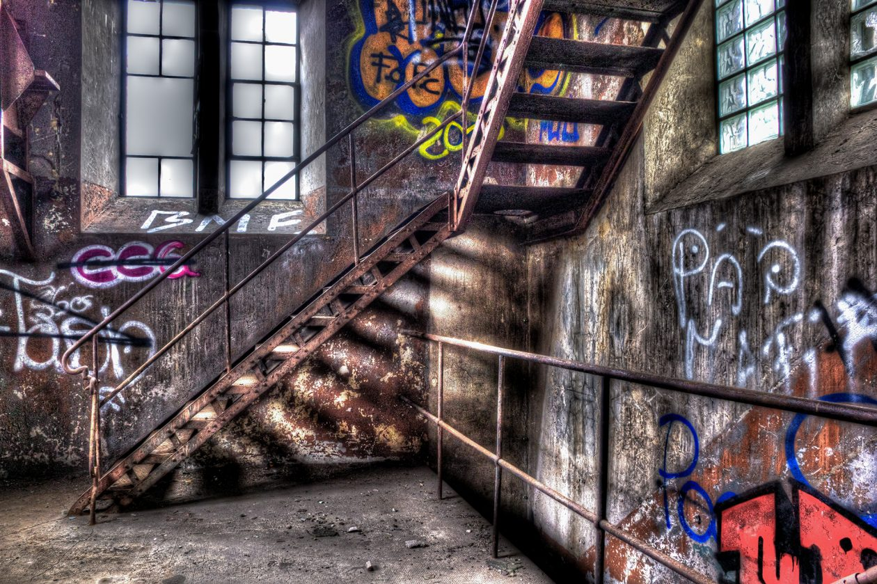 Treppenaufgang in einer verlassenen Schmiede