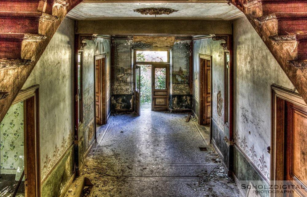 Eingangsbereich eines verlassenen Chateaus