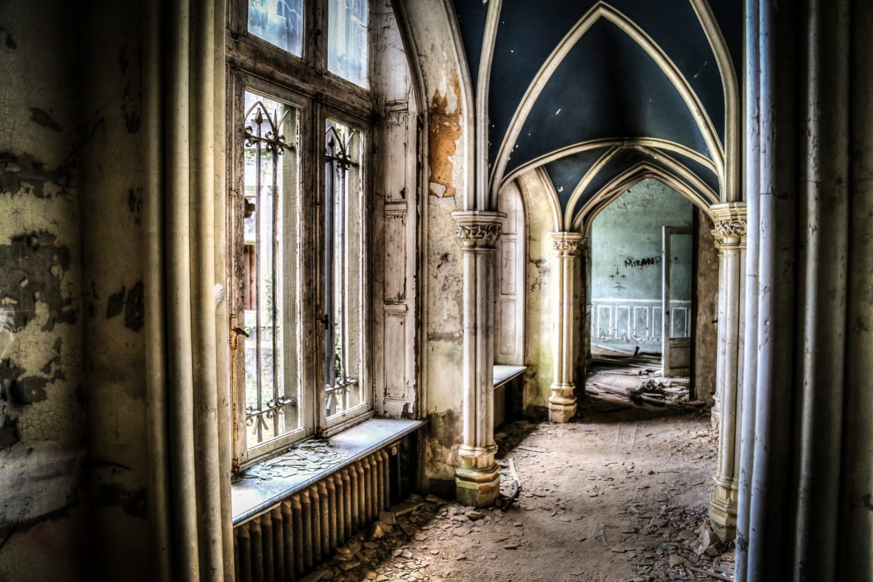 marodes Schloss in den Ardennen