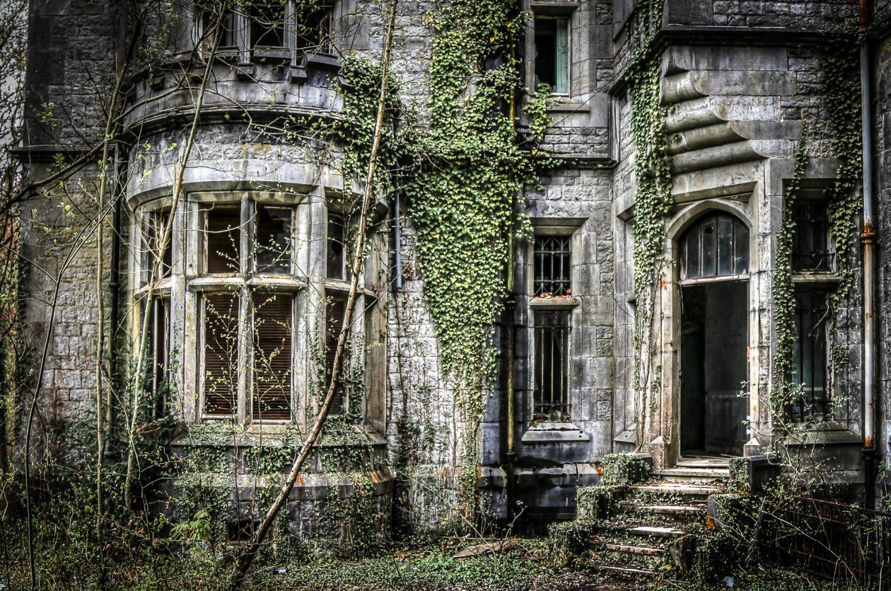 Seiteneingang des alten Schlosses ... einmal von außen