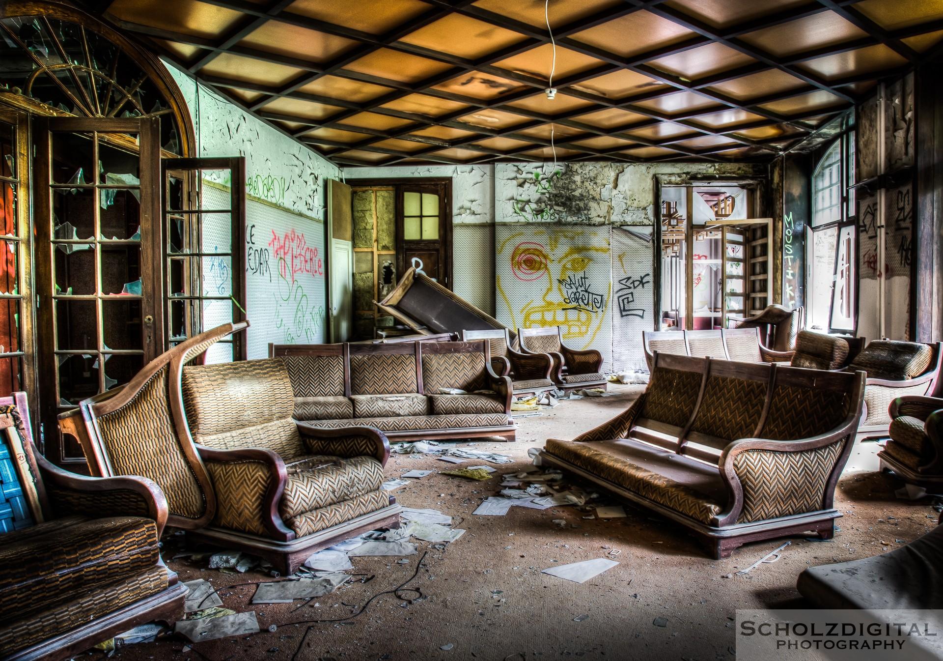 Lounge eines verlassenen Luxushotels