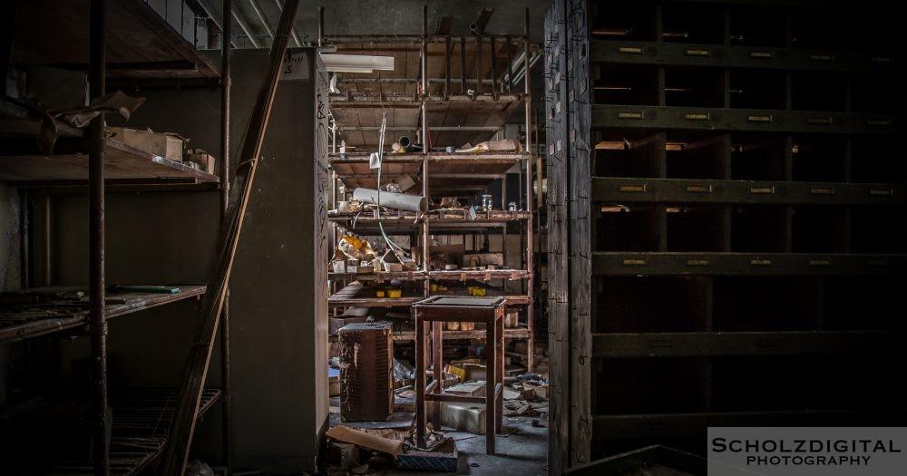 Im Kleinteilelager lagerten unzählige Gegenstände des täglichen Bedarfs - heute herrscht hier Chaos
