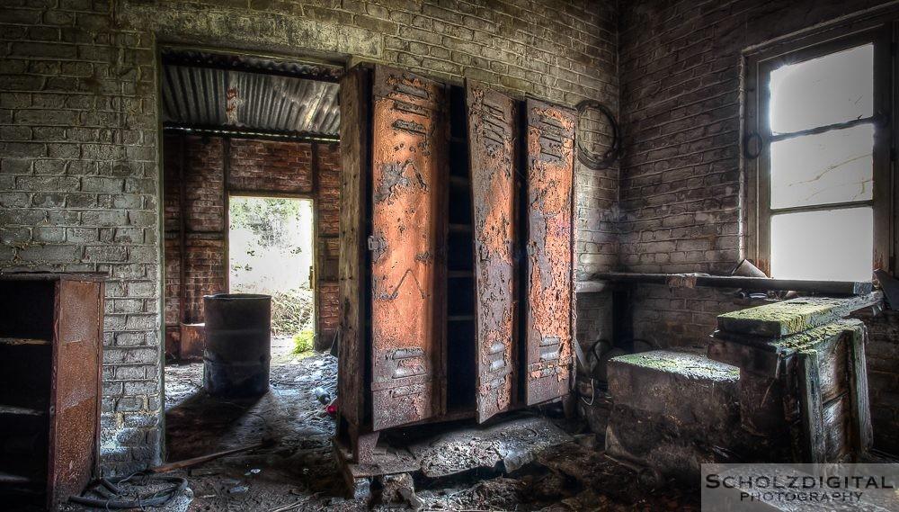 Urbex - Lost Place -HDR -Mold Bureau