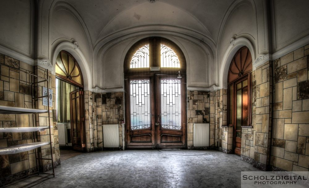 OWL School ein Lost Place in Belgien - verlassene Schule of decay