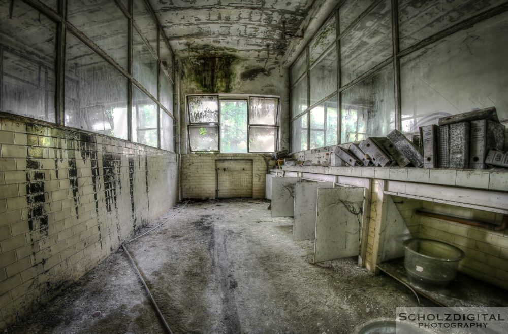 Animal Experiment lado del male Urbex Italien Lost Place verlassener Ort
