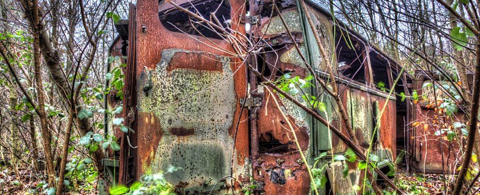 HDR Aufnahmen Lost Place Fahrzeugwrack
