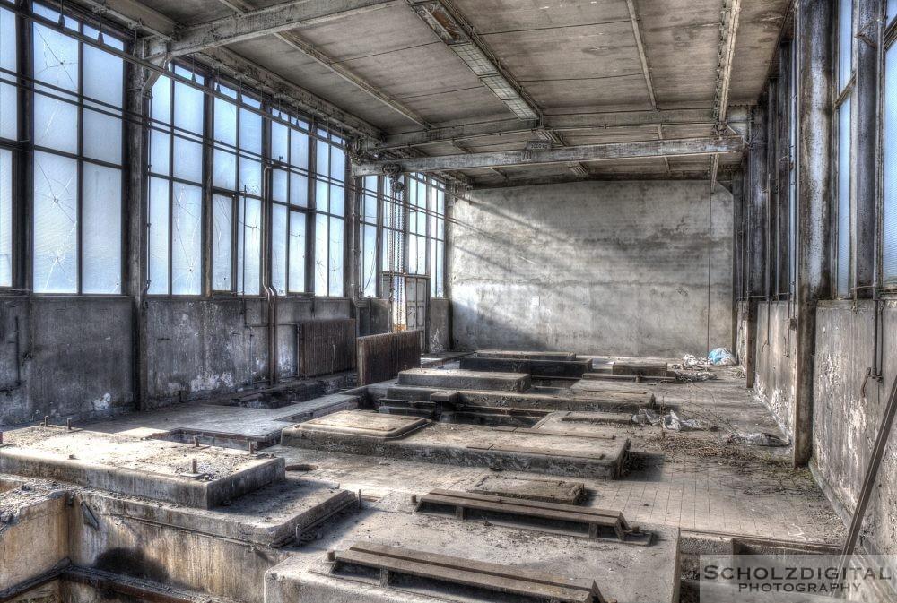 Lost Place - HDR Aufnahme einer verlassenen Halle im Ruhrgebiet
