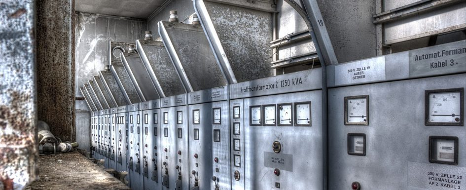 Schaltzentrale einer alten Industrieanlage