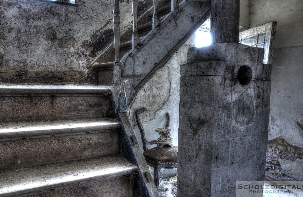 Treppe und Reste aus vergangenen Tagen