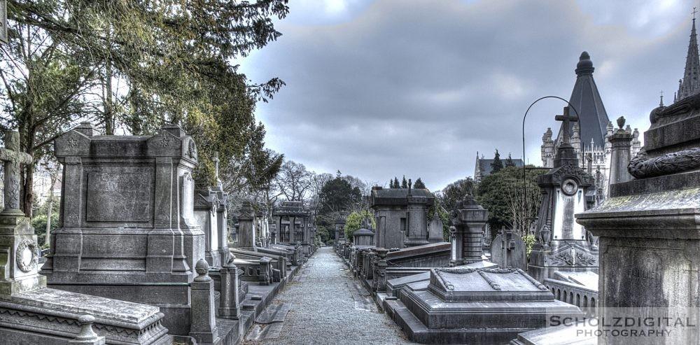 Kapellen, Sarkophage und Marmorkreuze