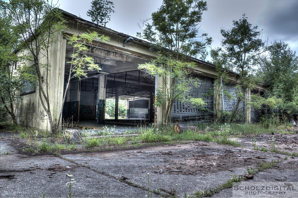 Halle einer verlassenen Kaserne