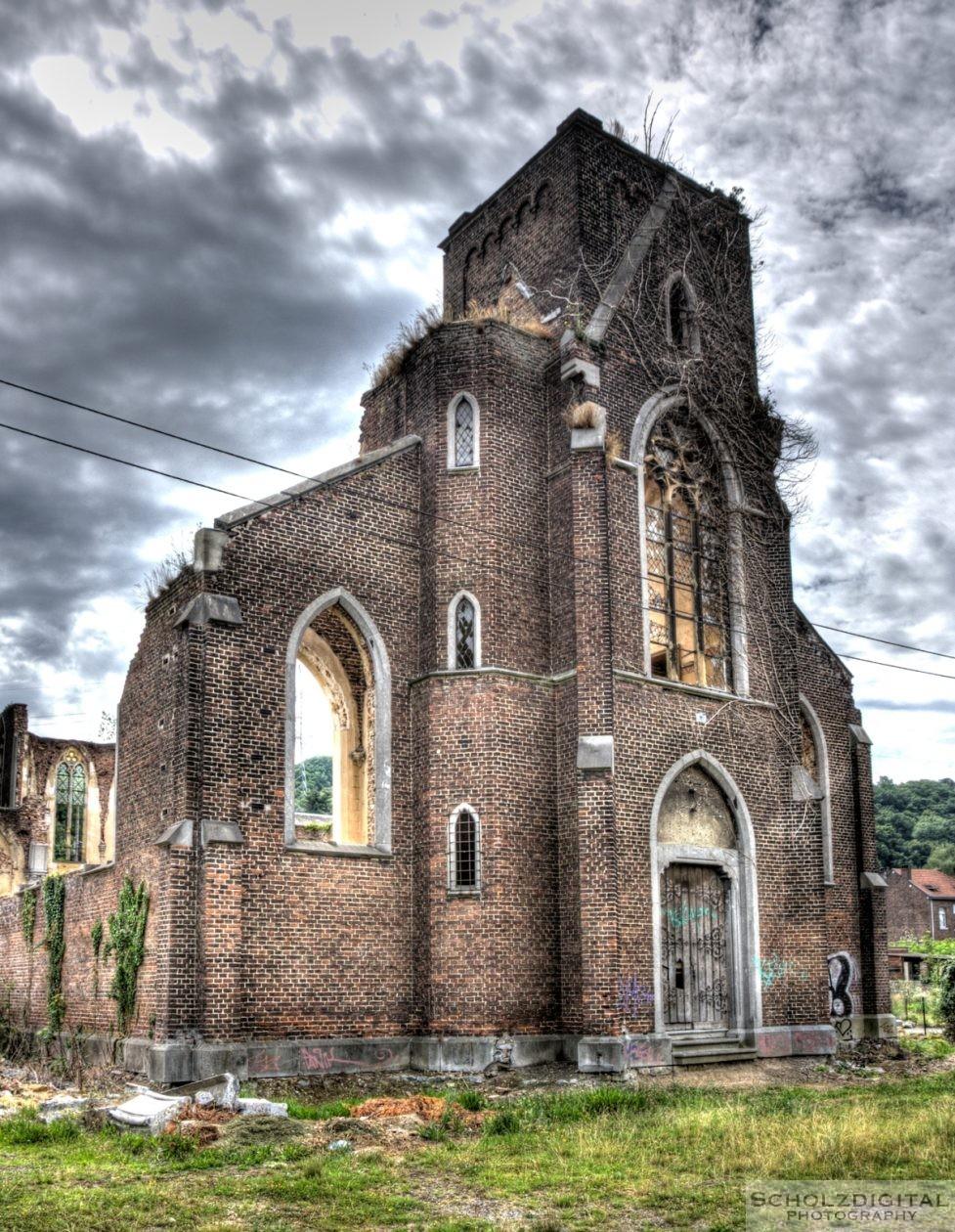 Kirchenruine in Belgien