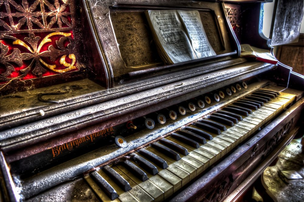 Piano - urban exploration