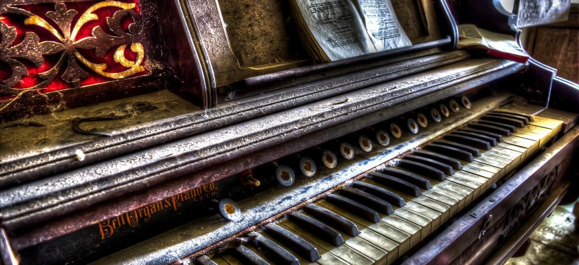 Piano - urban exploration