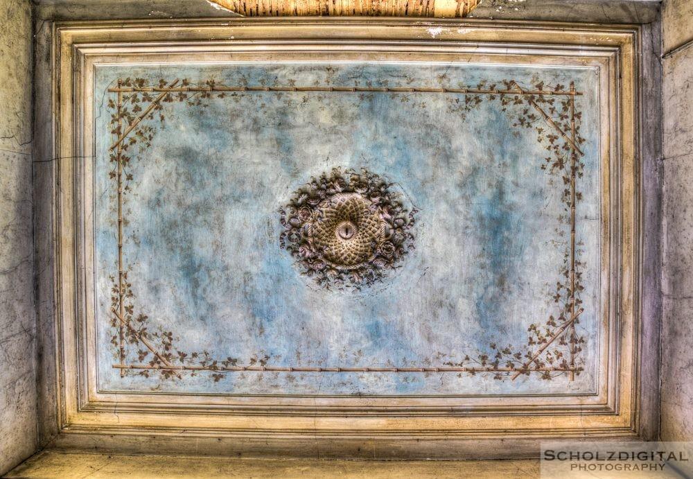 Schmuck verzierte Decke im Chateau