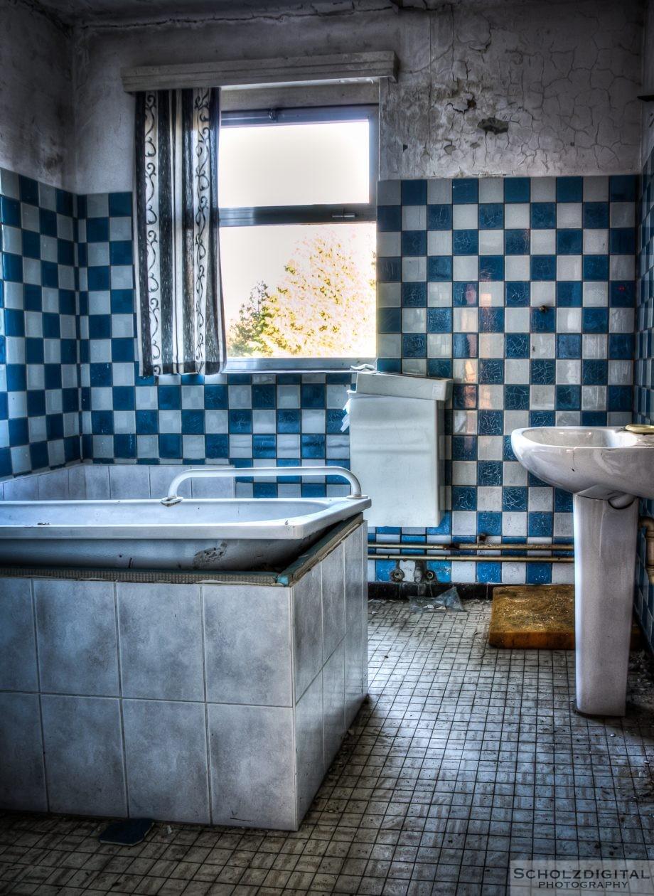 Eine Badewanne pro Etage ... aus heutiger Sicht erscheint mir das unterdimesnioniert