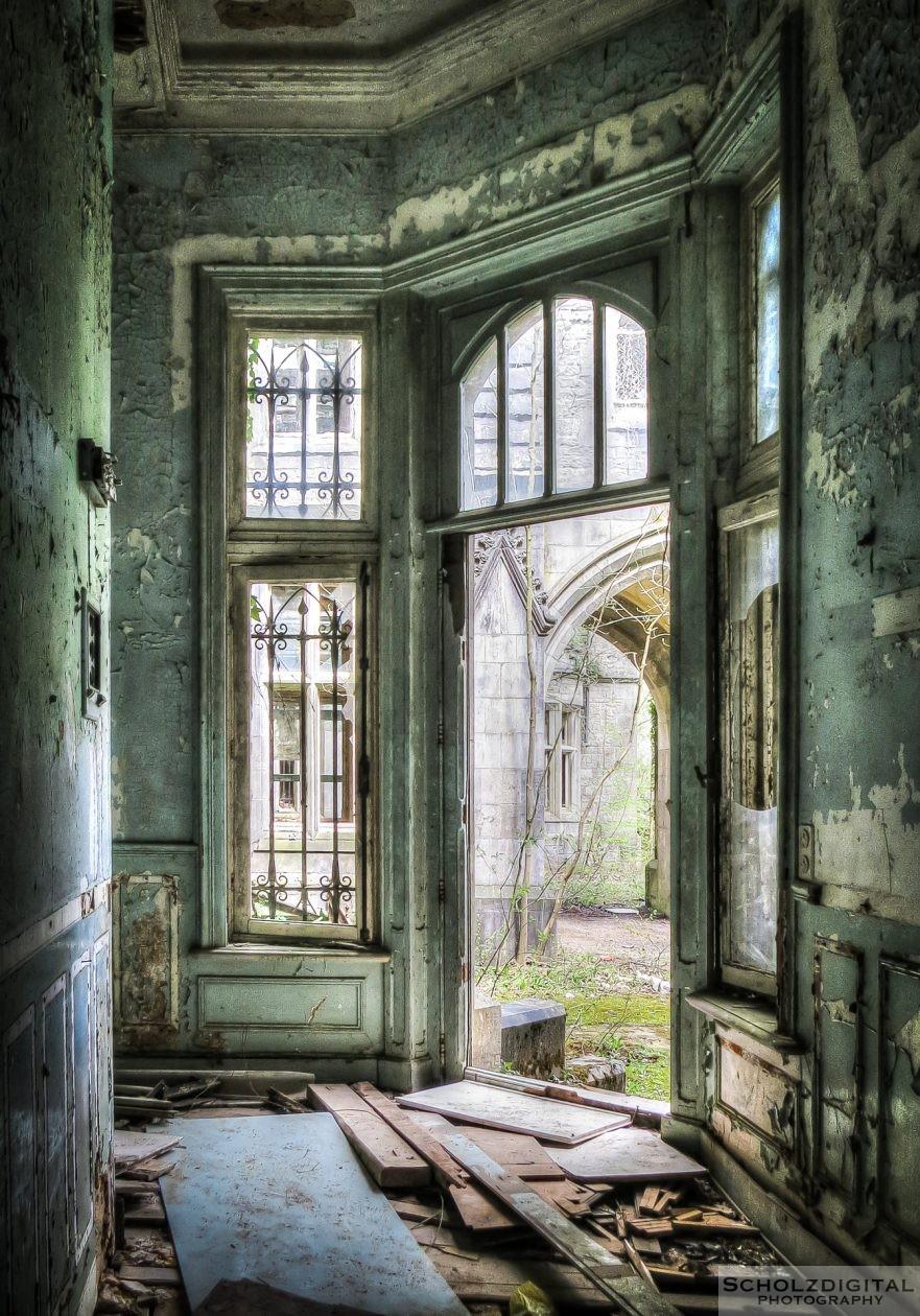 Seiteneingang des alten Schlosses ... Innenansicht