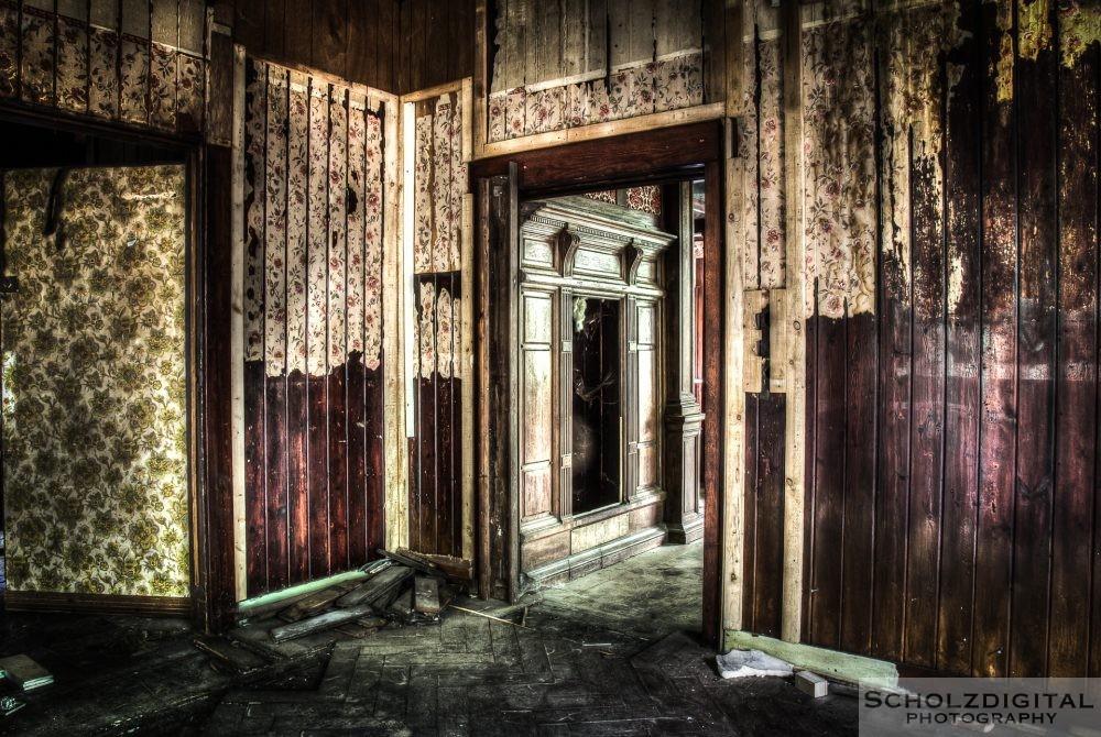 Verlassenes Holzhaus in Belgien