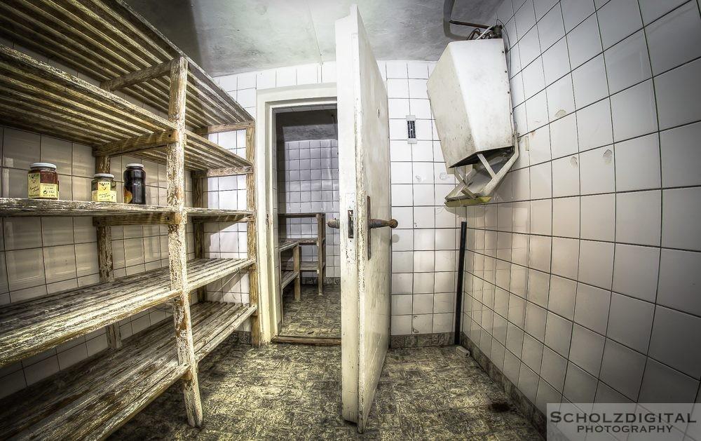 Verlassenes Hotel im Harz, Waldhotel. Urban Exploration . Lost Place