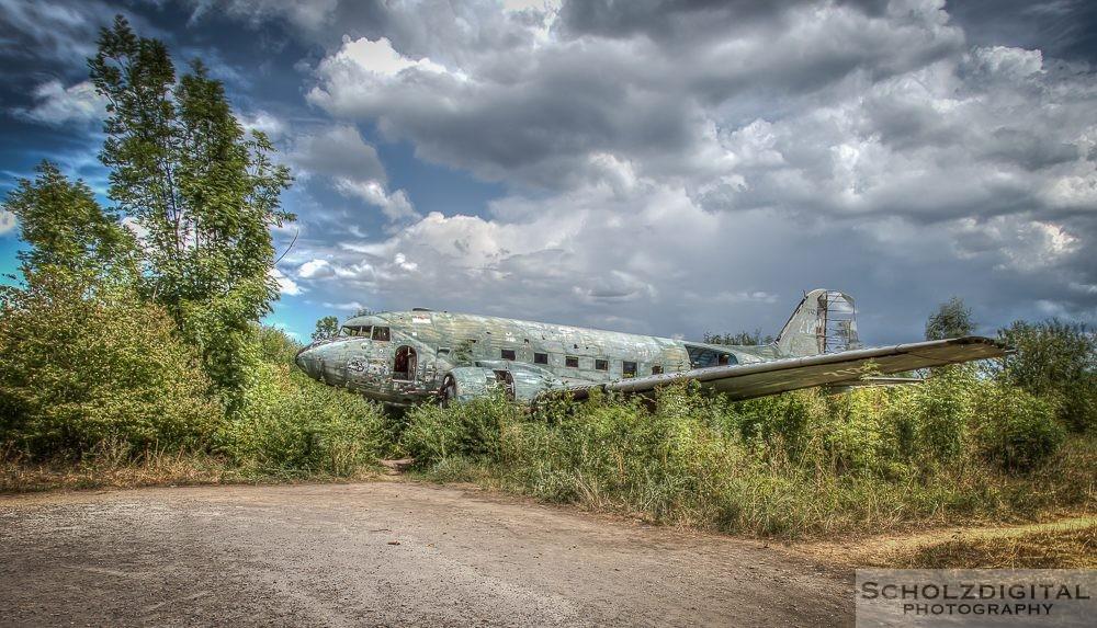 Abandoned Airplane - verlassenes Flugzeug Lost Place Urbex