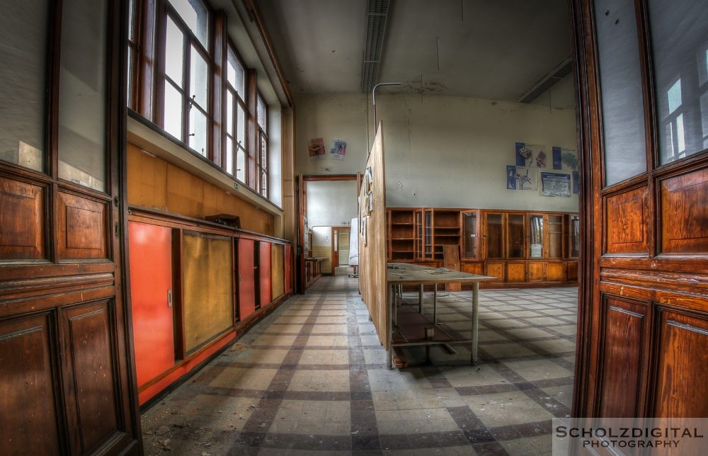 OWL School ein Lost Place in Belgien - verlassene Schule of decay