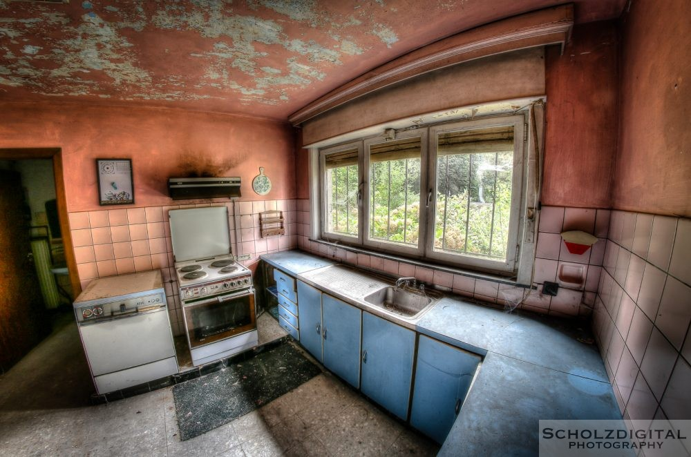 Urbex Villa Black Dress Belgien Lost Place