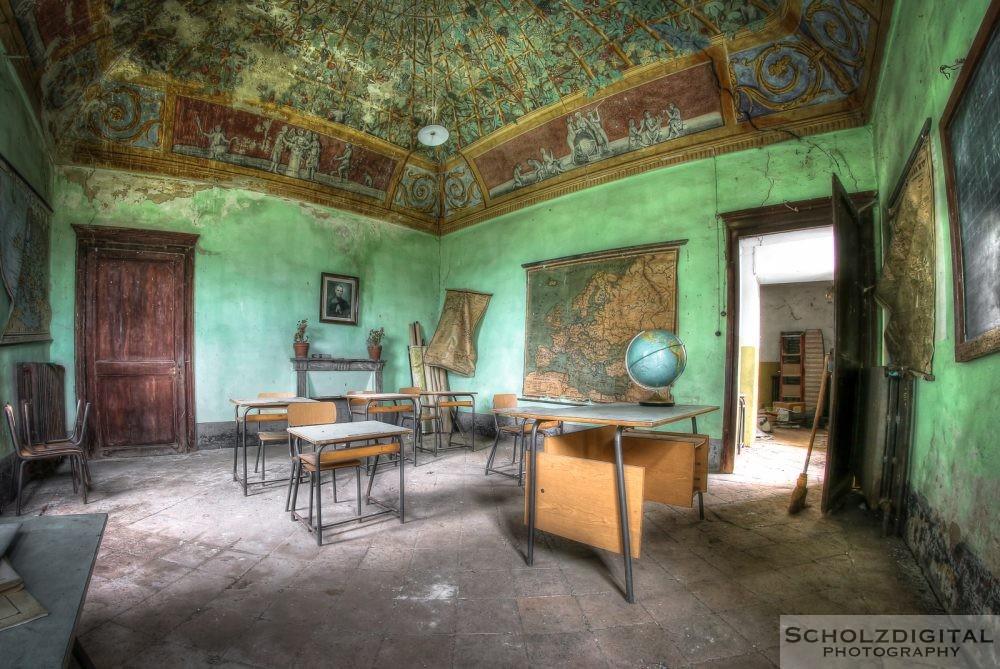 Lezione die Geografia - verlassene Schule int Italien ein Lost Place - urbex