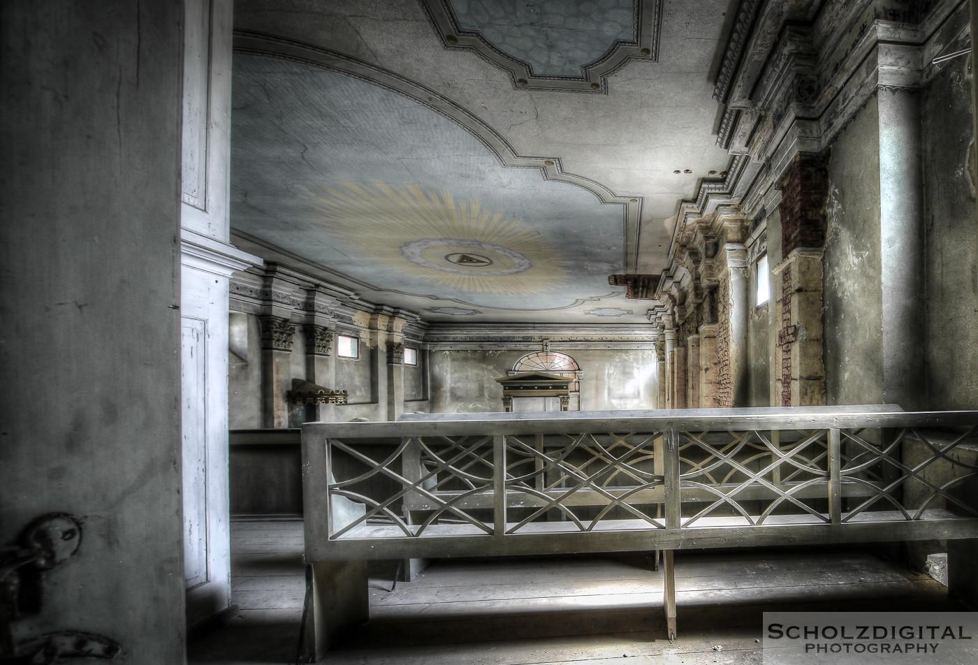 Abandoned, Abandoned Church, beelden, Decay, forgotten, Lost Place, Urban exploration, Urbex, urbexlocatie, verlassen, verlassene Kirche, Verlassene Orte