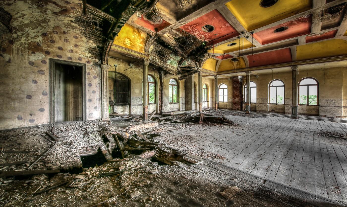 abandoned, Ballroom, Ballsaal Lego, Balzaal, beelden, decay, forgotten, Kulturhaus, Lost Place, Sachsen, urban exploration, urbex, urbexlocatie, verlassen, Verlassene Orte, Verlassene Orte in Deutschland